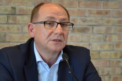 Hutek: Niewiarygodni politycy, kontrowersyjny program